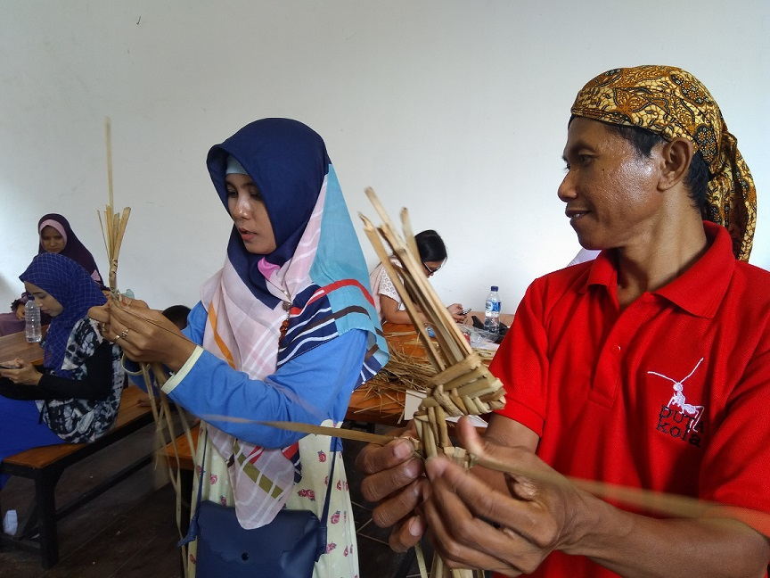Jalan Jalan Ke Kota Lama Semarang Tak Lengkap Sebelum Belajar Buat Wayang Suket Sigijateng Id
